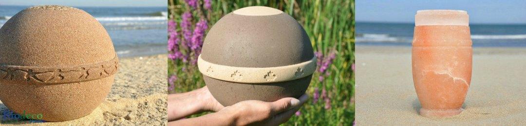 Biologisch afbreekbare urnen, mooie bio- en zee-urnen gefotografeerd op het strand en in de natuur.