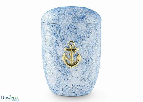 De biologisch afbreekbare zee-urn Oceaan gedecoreerd met een messing anker, voor een asbijzetting in het water