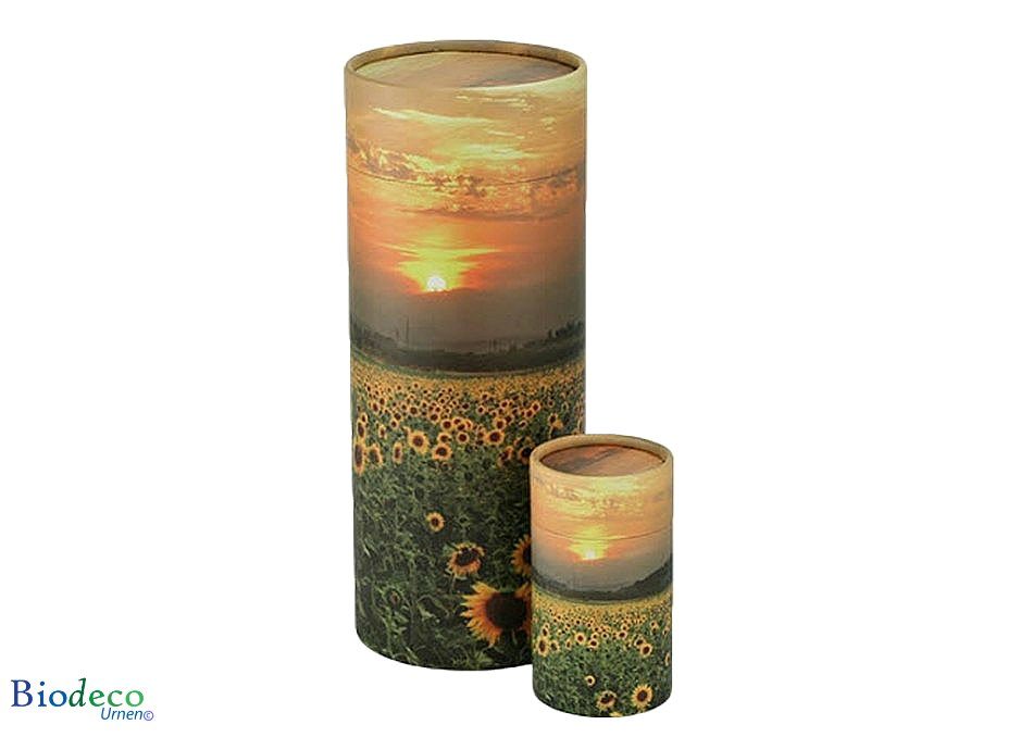 Strooikoker Zonnebloemenveld is er in zes maten. De strooikoker nummer vijf is de standaard maat voor de crematie-as van een volwassenen persoon.