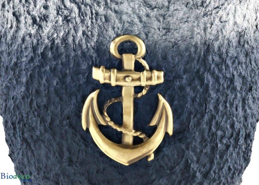 Detail van de zee-urn Cellulose Messing Anker, voor een asbijzetting in het water