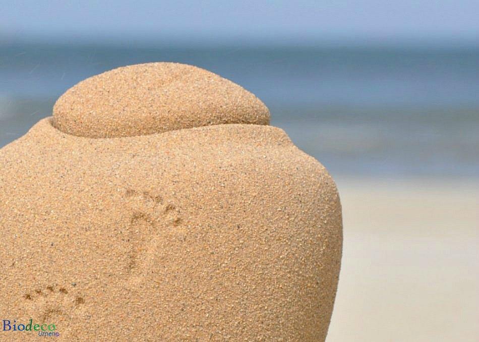 Detail van de mini zee-urn Ocean Sand footprints, biologisch afbreekbare urn
